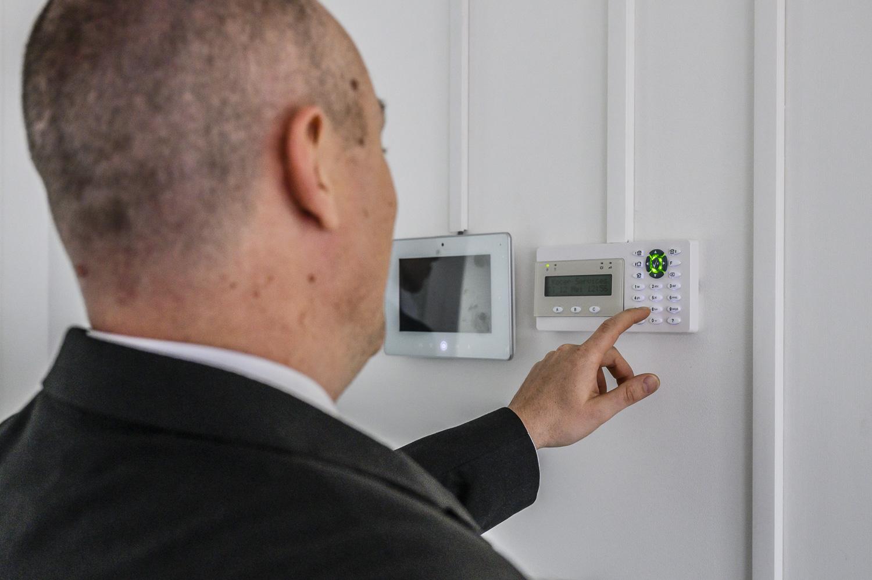 Beveiliger alarm kast systeem